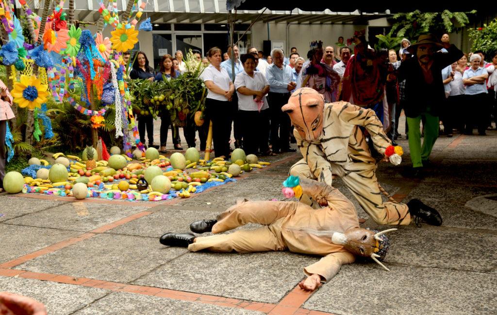 Danzas Folklóricas de El Salvador - el tigre y el venado