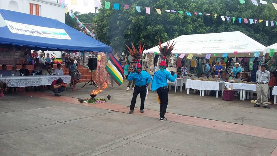 Danzas Folklóricas de El Salvador - Emplumados de Cacaopera.