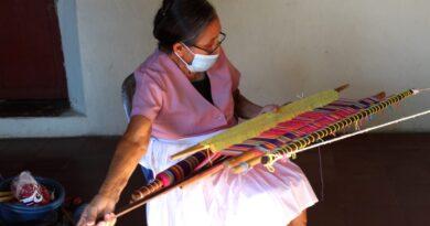 Claudia Vega y su telar de cintura, una tradición que aun sobrevive en Panchimalco