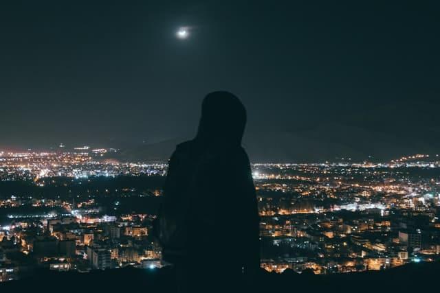 La Luz, un cuento de Ronnie Camacho Barrón